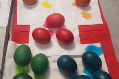 Obr. 3 - barevná vajíčka necháme zaschnout