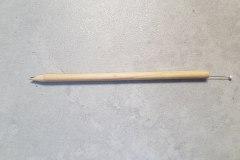 Obr. 5 - a nezbytný nástroj - špendlík s kulatou hlavičkou (zapíchnutý např. v konci tužky)